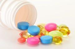 Varietà di pillole della droga e di supplementi dietetici Fotografia Stock