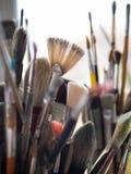 Varietà di spazzole usate del pittore Immagine Stock Libera da Diritti