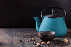 Varietà di tè asciutto con la teiera Fotografie Stock