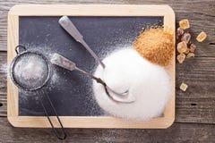 Varietà di zuccheri su una lavagna fotografia stock