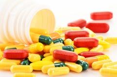 Varietà di pillole e di integratori alimentari della droga Fotografia Stock