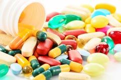 Varietà di pillole e di integratori alimentari della droga Fotografie Stock Libere da Diritti
