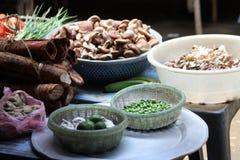 Vario alimento da vendere a Sapa, mercato del Vietnam Fotografia Stock
