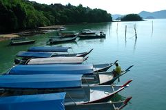 Vario barco en el mar de langkawi Imagenes de archivo