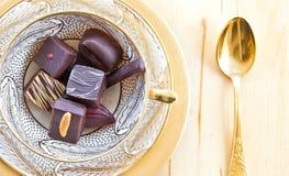 Vario cioccolato in una tazza Immagini Stock