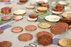 Vario delle monete e delle banconote Fotografia Stock