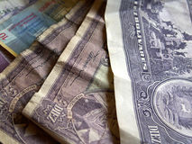 Vario dinero en circulación: Venezuela y Suiza foto de archivo libre de regalías