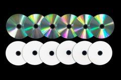 Vario DVD/CD en fondo negro imagenes de archivo