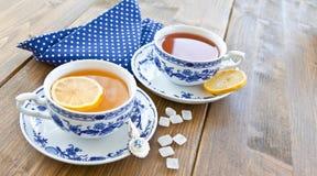 Vario tè in tazze della porcellana Fotografia Stock Libera da Diritti