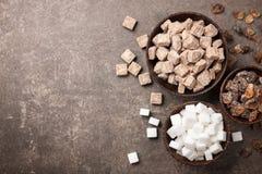 Vario zucchero in ciotole fotografie stock libere da diritti