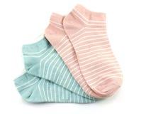 Variopinto dell'isolato dei calzini su fondo bianco Immagini Stock Libere da Diritti