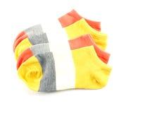 Variopinto dell'isolato dei calzini su fondo bianco Immagine Stock