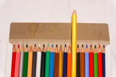 Variopinto della matita di colore nella scatola Fotografia Stock