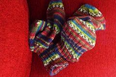 Variopinto tricotti i calzini Fotografia Stock Libera da Diritti