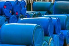 Varios barriles de basura tóxica Foto de archivo