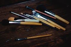Varios cepillos del maquillaje Fotos de archivo libres de regalías