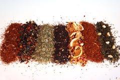 Varios colores y textura té-en de un fondo blanco un ángulo imagen de archivo libre de regalías