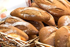 Varios pedazos de pan hecho en casa Fotos de archivo libres de regalías