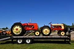 Varios tractores restaurados viejos de Cockshutt Foto de archivo libre de regalías