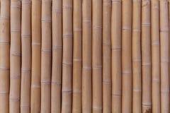Varios troncos de bambú colocados uno tras otro imagen de archivo