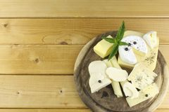 Various types of cheese on a cutting board Royalty Free Stock Photography