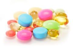Variété de pillules de drogue et de suppléments diététiques Image libre de droits