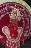 Varkala Indien - mars 23, 2016: traditionell Kathakali dans på den Holi festivalkarnevalet i Varkala, Kerala, Indien arkivfoton