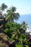 Varkala, Kerala - Februari 25, 2014: Restaurants op de klippen bij Royalty-vrije Stock Fotografie
