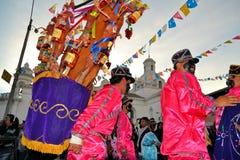 Varkens met vruchten, geesten, vlaggen worden versierd die en Royalty-vrije Stock Foto's