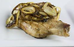 Varkenskotelet met uien Royalty-vrije Stock Afbeeldingen