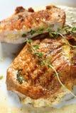 Varkenskoteletten die met kaas worden gevuld royalty-vrije stock afbeeldingen