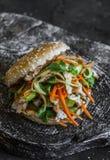 Varkensvlees Banh Mi burgers op een donkere achtergrond, hoogste mening Heerlijk voedsel in Aziatische stijl stock foto