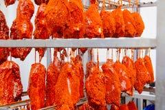 varkensvlees De lijn voor de productie van gerookte delicatessen industri stock fotografie