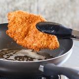 Varkensvlees in een pan wordt gebraden die. Royalty-vrije Stock Foto's