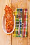 Varkensvlees kebab op plaat Stock Afbeelding