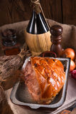 Varkensvleesbraadstuk met geknetter stock foto's