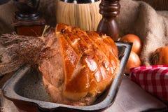Varkensvleesbraadstuk met geknetter stock afbeeldingen