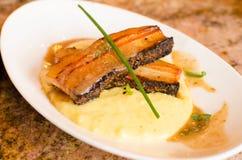 Varkensvleesbuik over Polenta 2 Stock Foto's