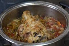 Varkensvleesgewricht met groenten wordt gekookt die royalty-vrije stock foto's