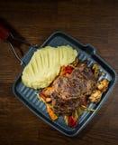 Varkensvleeslapje vlees en Fijngestampte aardappels Stock Fotografie