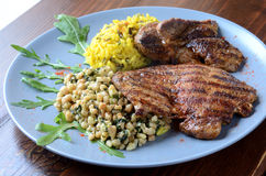 Varkensvleeslapje vlees met kouskous en rijst Stock Afbeelding