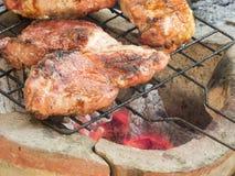 Varkensvleeslapje vlees op de grill Stock Foto