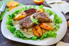 Varkensvleesmedaillons met Mushed-Aardappel Royalty-vrije Stock Foto's