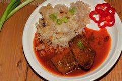 Varkensvleesplak met saus Stock Fotografie