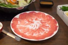 Varkensvleesplak voor de Japanse stijl die van Shabu en van Sukiyaki wordt geplaatst Stock Afbeelding