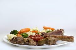 Varkensvleesribben met Gekookte Groenten Royalty-vrije Stock Afbeeldingen