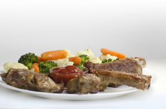Varkensvleesribben met Gekookte Groenten Stock Foto