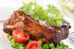 Varkensvleesspareribs op plaat Royalty-vrije Stock Afbeeldingen