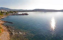 Varkiza海湾,希腊看法  免版税图库摄影