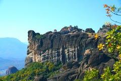 Varlaam kloster med ett sagolikt landskap och rikt av religiös konst royaltyfri fotografi
